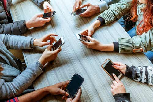 Phubbing: How Cell Phones Destroy Relationships