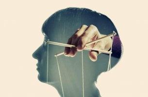 hand manipulating mind