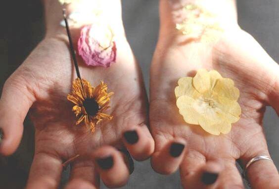 Flowers in hands.