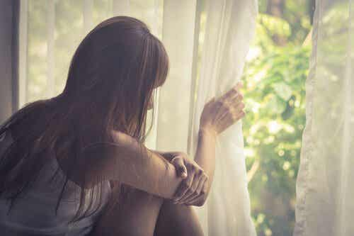 What is Agoraphobia? Symptoms and Treatment
