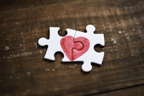 Two puzzle pieces which together make hearts