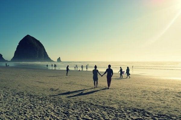 여름 휴가는 연인 관계에 어떤 영향을 미칠까?