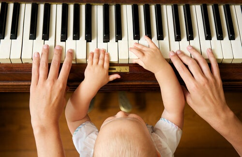 Does music make children smarter? A baby at the piano.