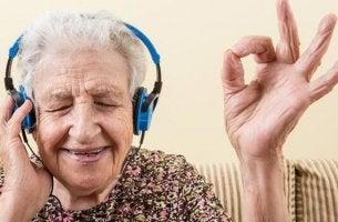 Alzheimer's patient listening to music