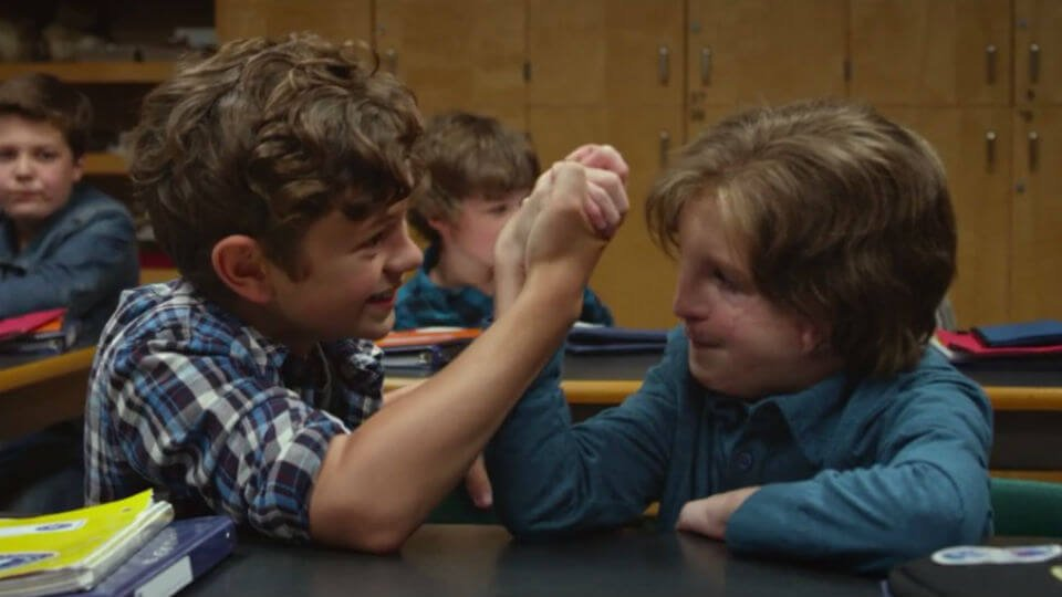 The protagonist of the movie Wonder playing with a friend.