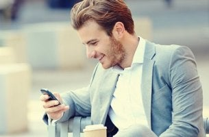 Tinderella syndrome - man flirting on phone