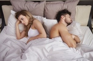 couple turned away from each other in bed because of sexual anorexia