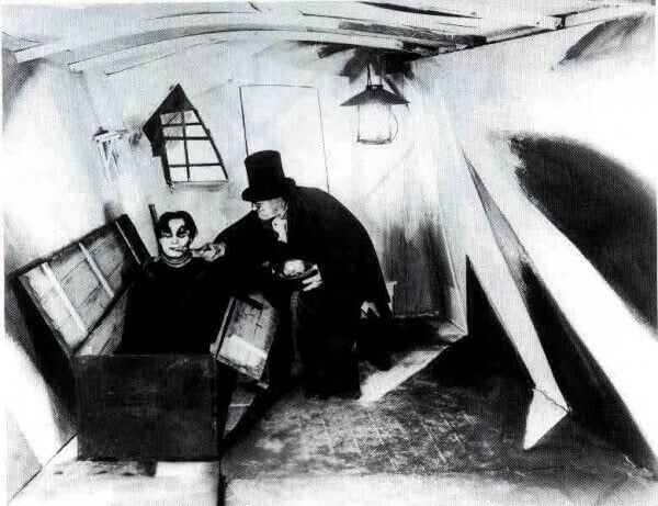 The Cabinet of Dr. Caligari : horror movie.