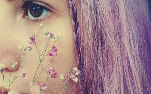 A girl with purple hair suffering from trauma.