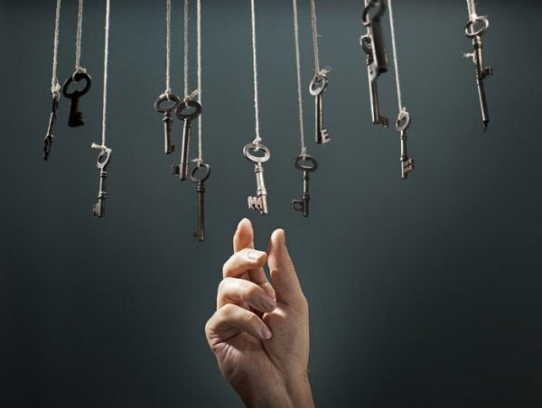 Hand grabbing keys symbolizing the 4 types of intuitive thinking.