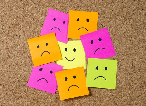 Post it notes showing happy and sad faces.