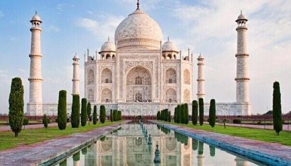 5 Marvelous Monuments Inspired by Love