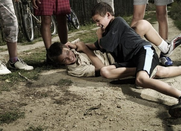 tilskuereffekten ved drenge der slås