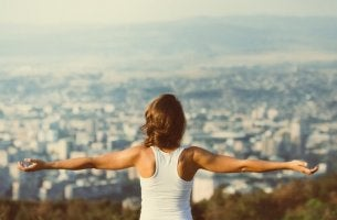 Woman with a balanced motivation on top of a mountain.