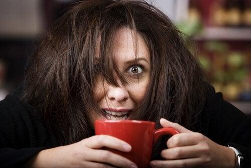 meget begejstret kvinde for kaffe