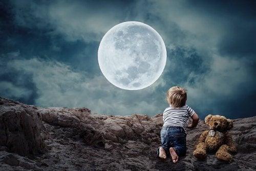 Children watching moon.