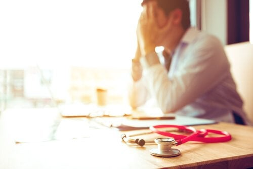 Burnout syndrome in health professionals can affect work performance.