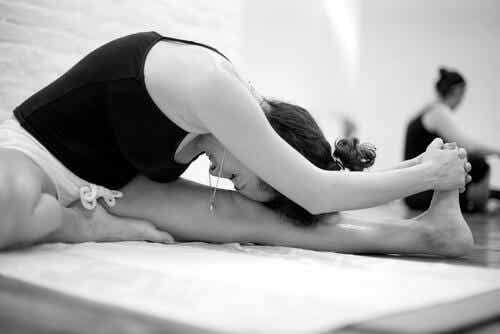 Bikram Yoga: Characteristics and Benefits