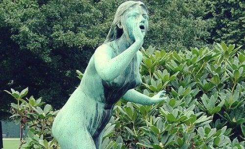 A statue of Echo.