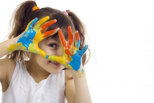 A child practicing an art therapy exercise.