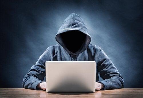 4 Characteristics of Online Predators