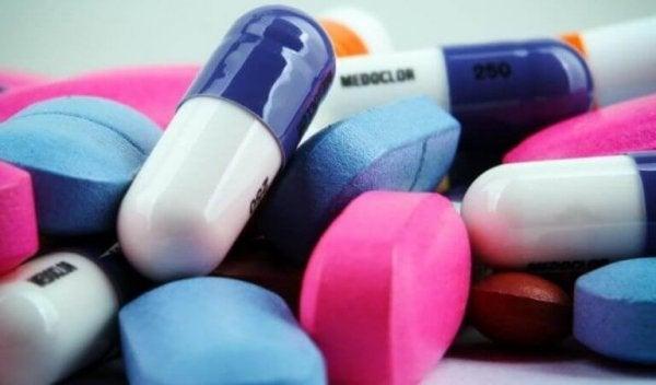 piller i forskellige farver mod narkolepsi