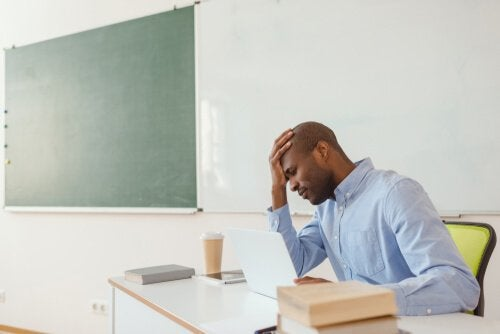 Teacher burnout syndrome makes teachers feel sad and tired.