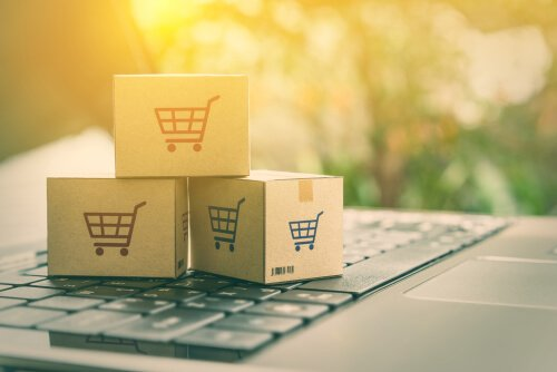 Boxes with shopping carts as psychological strategies used in marketing.