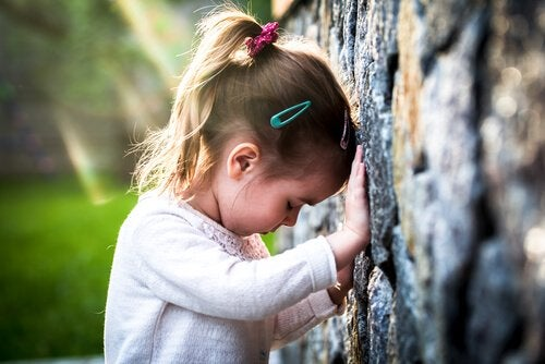 Intense sadness is one of the main symptoms of pathological grief in children.