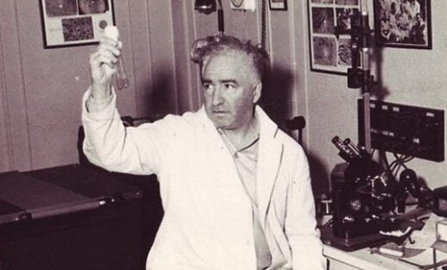Wilhelm Reich holding two test tubes.