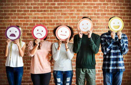Interpreting Other People's Emotions: A Matter of Confidence