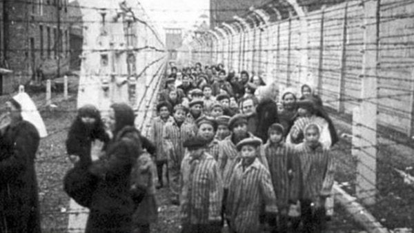 holocaust victims gathered together