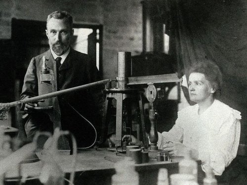 Piere Currie and Marie Curie in their lab.