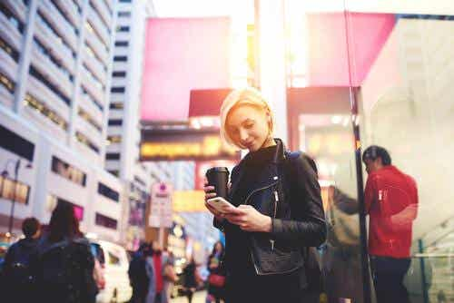The Smartphone Zombie: Staring at Your Phone While You Walk
