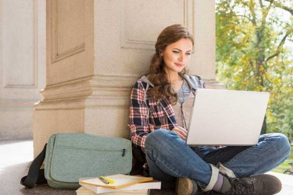 A woman studying with her laptop.
