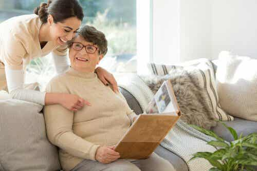 How to Communicate with People with Dementia