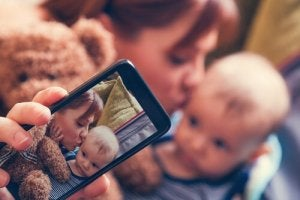 The Perils Of Sharenting >> Sharenting Risks Of Your Child On Social Media Exploring Your Mind
