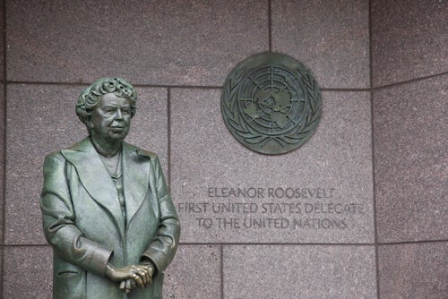 A statue of Eleanor Roosevelt.