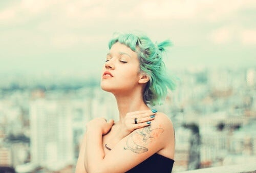 A blue-green haired woman soaking up the sun.