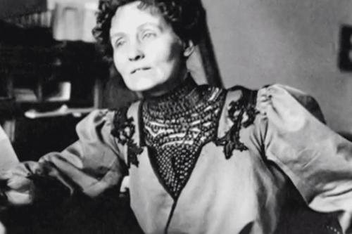 A black and white photo of Emmeline Pankhurst.