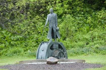 A statue of Nikola Tesla.