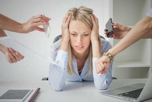 The hands in this picture represent the technostress this woman suffers from.