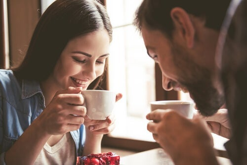 A couple talking about the principles of attraction while drinking coffee.