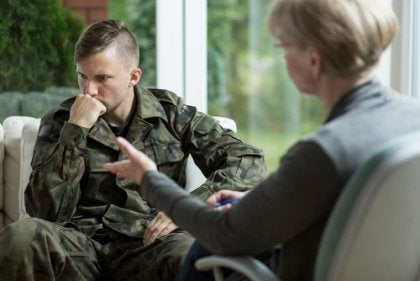 A uniformed soldier with a therapist talking about soldier's syndrome.