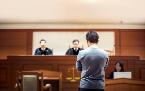 A male witness at a death penalty trial.