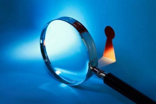 A magnifying glass pointing at a keyhole.