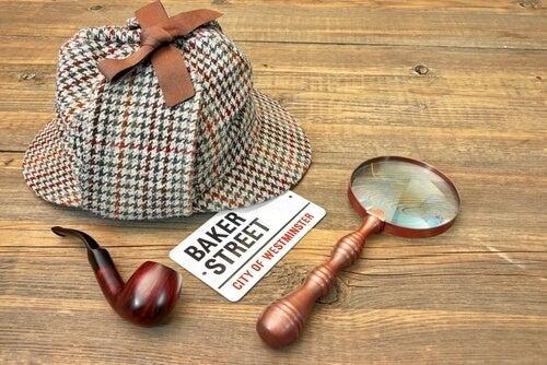 Sherlock Holmes accessories.