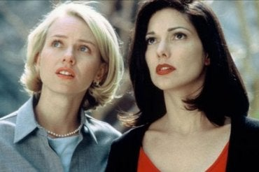 Mulholland Drive: A Light and Shadow Mind-Labyrinth