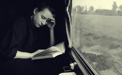 The Amazing Benefits of Reading While Traveling