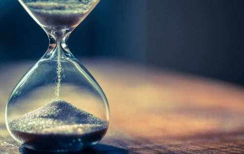 An hourglass about to expire.